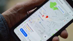 Von Google My Business in Google Maps. Bild auf einem Smartphone