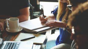 Viele junge Unternehmer/-innen wagen den Schritt und gründen eigene Start-ups (Quelle: Pixabay)