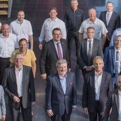 Die Mitglieder des Verbands Networker NRW sind auf einem Gruppenfoto zu sehen.