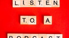 Schriftzug auf rotem Hintergrund: Listen to a Podcast